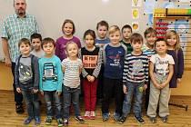 Na fotografii jsou prvňáčci ze Základní školy Horka-Domky v Třebíči, třída 1. B pana učitele Miloše Dvořáka.