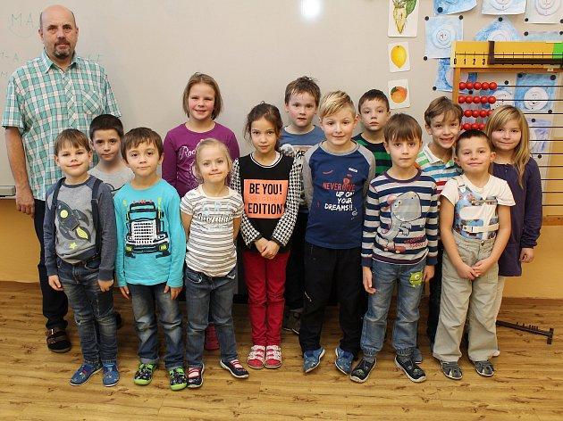 Na fotografii jsou prvňáčci ze Základní školy Horka-Domky vTřebíči, třída 1.B pana učitele Miloše Dvořáka.