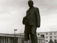 V září byla ze sídliště Nové Dvory odstraněna socha Bohumíra Šmerala.