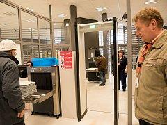 Nové bezpečnostní rámy u vstupu do do střeženého prostoru Jaderné elektrárny Dukovany.