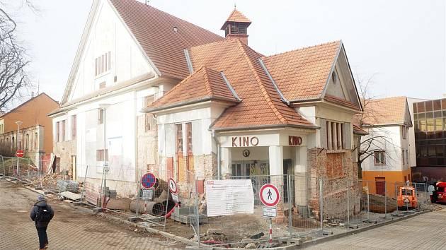 V bývalém kině Moravia se staví i přes zimu