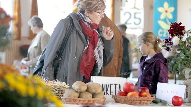 Územní sdružení Českého zahrádkářského svazu Třebíč pořádalo o víkendu 25. oblastní výstavu ovoce, zeleniny, chryzantém, bonsají a léčivých bylin.