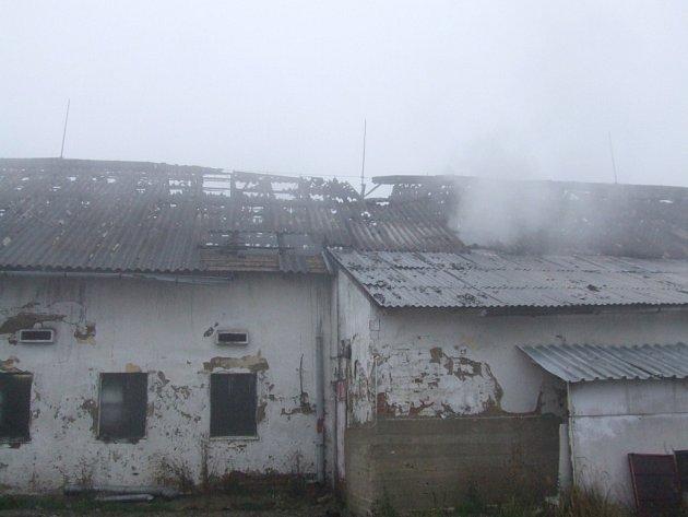 Požár kravína v Hroznatíně.