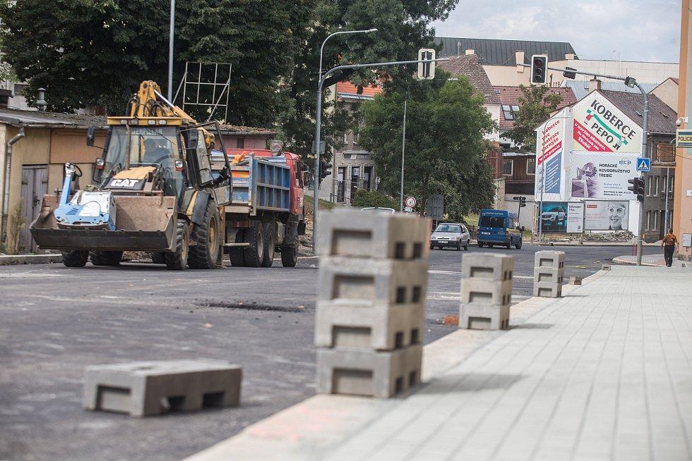 Finální práce na rekonstruované Bráfově třídě v Třebíči.