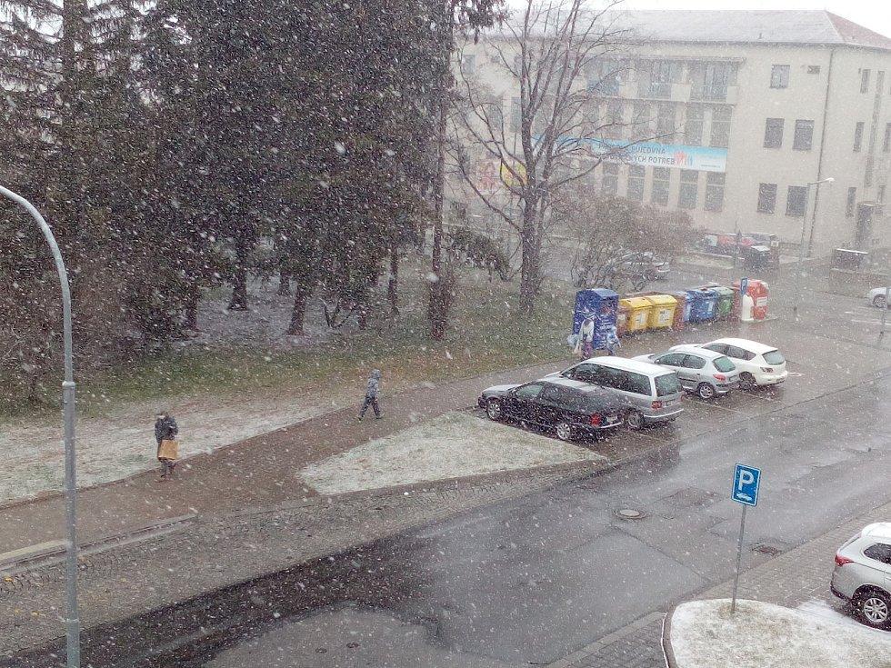 Také v Třebíči na konci března sněží.