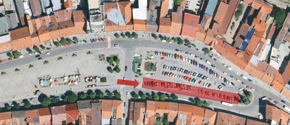 Pokračující rekonstrukci si vyžádala uzavření zhruba třiceti parkovacích míst.
