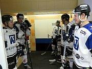 Pro další porážku si zajeli ve 47. kole WSM ligy hokejisté Horácké Slavie (v červeném) do Havířova a po delší době tak opouští sedmou příčku prvoligové tabulky.