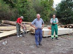 V Přeckově pravidelně dělají brigády. Například na pořez obecního dřeva nebo taky sečou veřejná prostranství.