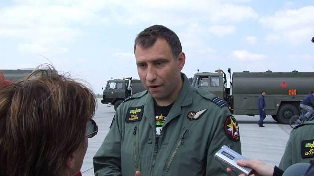 Rádi se vracíme. Spolupráci s českými vojáky si britský pilot Dean Andrew pochvaluje.