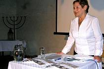 Erika Bezdíčková hovoří o tom, jak přežila holocaust a o svých osudech v poválečných desetiletích.
