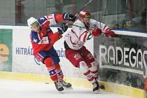 Hokejisté Horácké Slavie (v červeném) skvěle otočili duel s Přerovem, ovšem ten stihl před koncem vyrovnat.