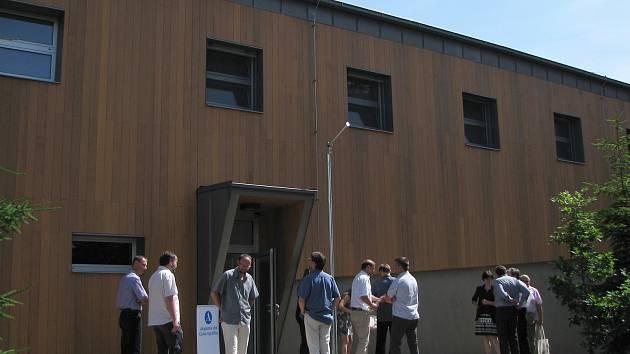 Ještě nezabydlená nová budova chovů detašovaného pracoviště Ústavu biologie obratlovců Akademie věd ČR ve Studenci.