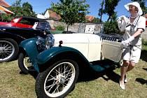 K vidění bylo na sto padesát historických automobilů, motocyklů a všelijakých hejblat a to od roku 1905 až po nedávnou minulost.