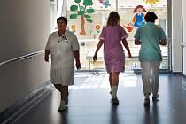 Sestry odcházejí. Nemocnice mají personální problém. Specializovaných sester ubývá.