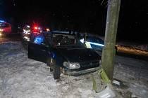 Divokou noční honičku zastavila až dopravní nehoda ujíždějící tmavě zelené felicie.