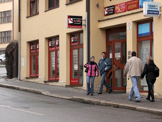 Realitní kancelář A–City sídlí v Třebíči v ulici Bedřicha Václavka.  Pobočky má i v jiných městech, například vJihlavě, Žďáru nad Sázavou nebo Znojmě.