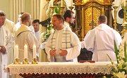 Otec Petr Balát na sobě nedal znát únavu z dlouhé pouti a mše se zúčastnil spolu s ostatními duchovními.