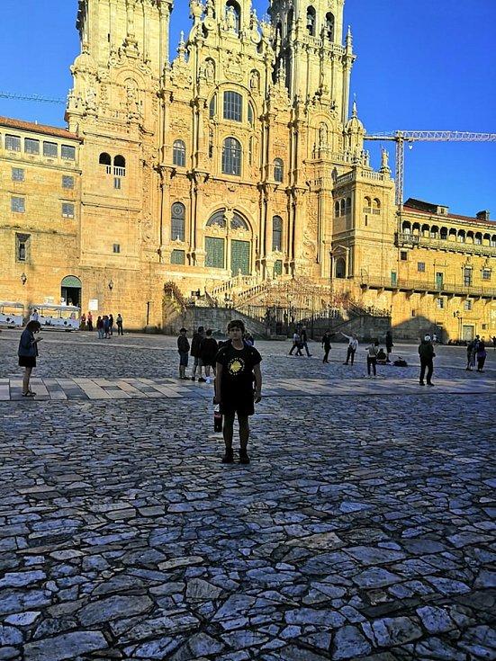 Mladí cestovatelé z Třebíče se vydali pěšky z Paříže do Santiaga de Compostela. Svoje putování sepsali a nyní vydávají knihu.