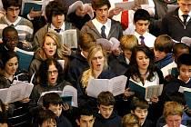 Chrám svaté Markéty v Jaroměřicích nad Rokytnou hostil ve čtvrtek stočlenný anglický pěvecký soubor a dvacetičlenný orchestr Cardinal Vaugham Memorial School z Londýna.