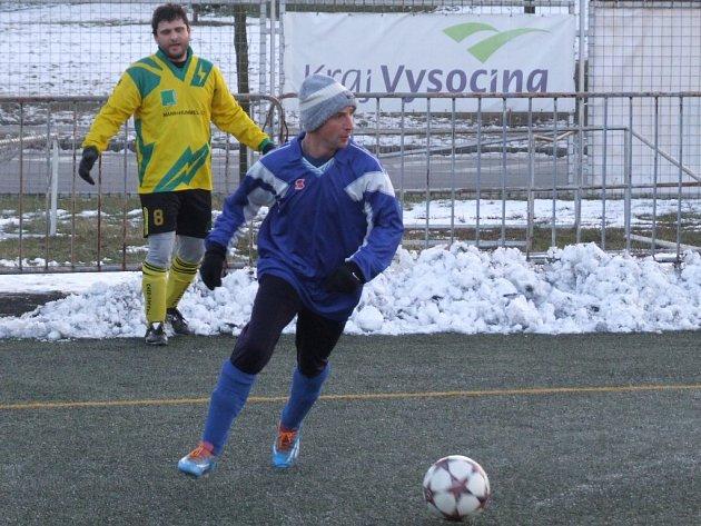 Druhý přípravný zápas odehrají v neděli přibyslavičtí fotbalisté (ve žlutém), kteří po vítězství nad rakouským Drosendorfem v neděli na umělé trávě v Třebíči změří síly s Rapoticemi.