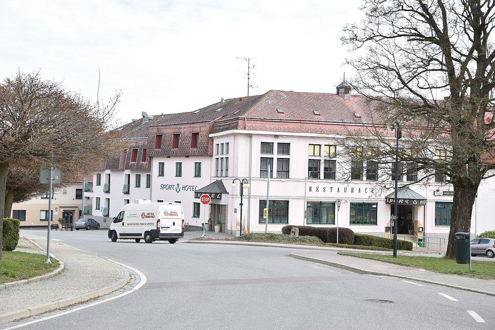 Ve městě je funguje i Sport V Hotel.