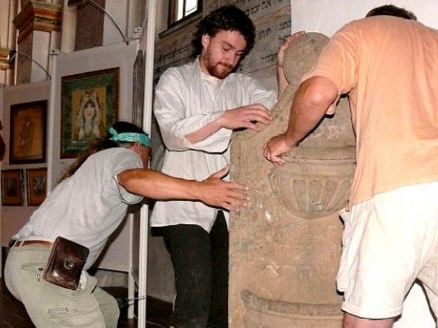 Rituální židovské umyvadlo kijor.