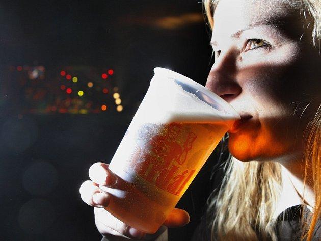 Na zdraví. Připít si některým z mnoha druhů piv, nebo jen sledovat bohatý kulturní program. To vše je možné na Třebíčských slavnostech piva.