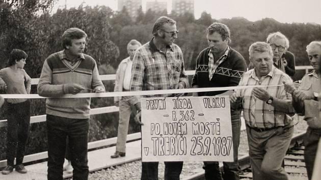 Jak jsme žili v Československu. Ze stavby borovinského mostu