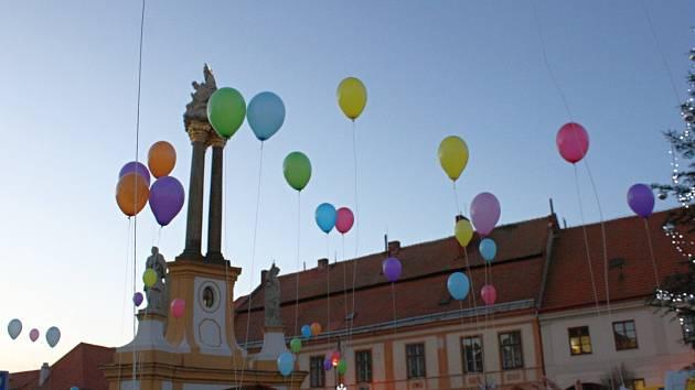 Vypouštění balonků v Jaroměřicích.