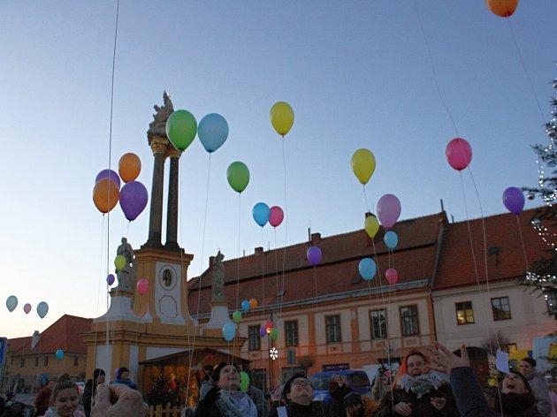 OBRAZEM: Balonky plné přání se vznesly k nebi