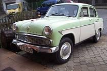 Moskvič 407 z roku 1963 je v původním stavu. Zub času je vidět pouze na plastových dílech interiéru.