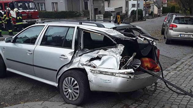OBRAZEM: V Třebíči se srazil vlak s autem