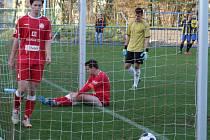 Tento častý obrázek byl k vidění v Třebíči, kde tamní juniorka HFK utrpěla první domácí porážku (0:4) od Vrchoviny B.