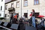 Doprovodná výstava multižánrového festivalu Zámostí Open performance byla v úterý zahájena slavnostní vernisáží v Konírnách třebíčského zámku.