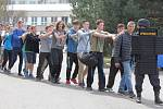 Policisté, zdravotníci a hasiči cvičili zásah proti střelcům v budově školy.