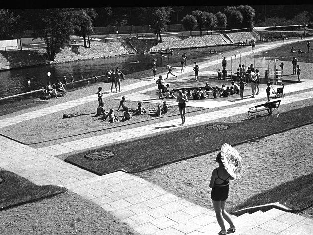 Říční lázně v Třebíči na Polance v první polovině 20. století.