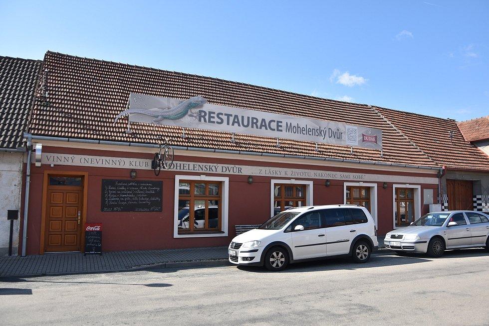 Restaurace v centru Mohelna