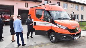 V úterý 4. května si přibyslavští hasiči slavnostně převzali nové auto.