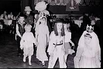 Tentokrát bude k vidění III. díl snímků z dětského karnevalu v Borovině v roce 1980.