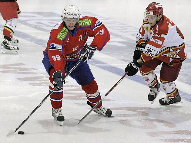 KONEČNĚ VÝHRA. Po čtyřech porážkách zvítězili hokejisté Horácké Slavie na domácím ledě nad silným Hradcem Králové. Soupeře zdolali na nájezdy.