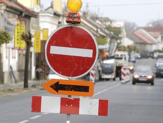 Jihlavě se řidiči budou od soboty setkávat s objížďkami na silnici I/38 ve směru na Havlíčkův Brod.