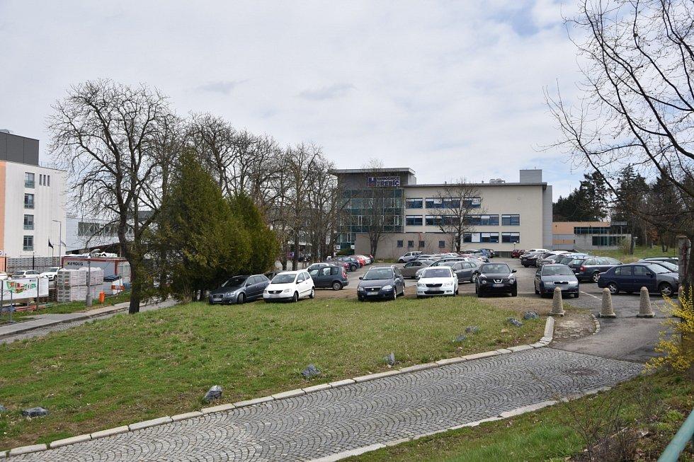 216 míst zaručí parkovací dům u nemocnice, který se začne stavět příští rok.