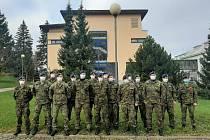 Na pozice sanitářů nastoupilo ve středu šestnáct vojáků ze základny v Náměšti nad Oslavou. Pomohou zvláště při fyzicky náročnějším činnostech.