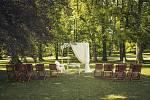 Na dukovanském zámku letos zahájili čtvrtou svatební sezónu. Velký zájem je o venkovní svatby.