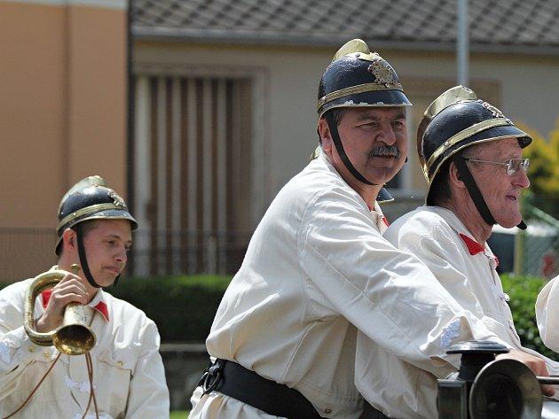 Hasiči z Čebína při oslavách 130. výročí sboru v Martínkově.