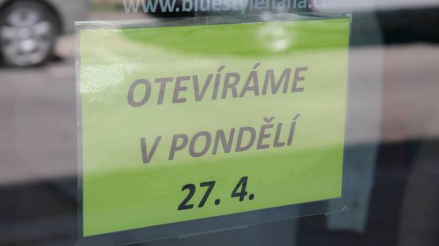 Pokud nedojde na poslední chvíli ke změně, v pondělí 27. dubna otevřou další obchody.
