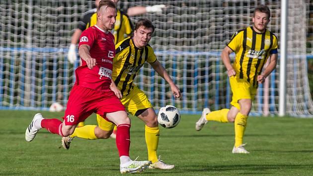 V kádru fotbalistů třebíčského HFK (v červeném) proběhla v zimní přestávce řada změn.