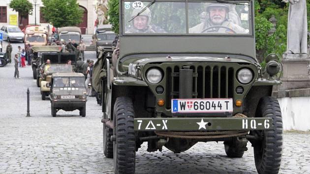 Vojenská terénní auta opět změří síly v jízdě O zlomenou poloosu
