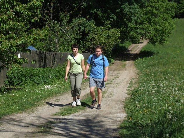Jinošovské studánky lákaly. Skoro osm set účastníků měl letošní pochod kolem jinošovských studánek.