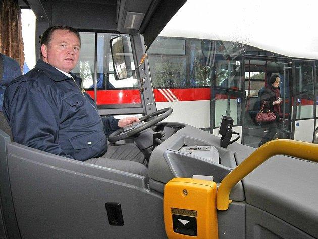 Cestování za prací několik desítek kolimetrů denně není pro obyvatele z vesnic Vysočiny nic neobvyklého. Dlouhodobě nejnižžší nezaměstnanost v kraji je na Pelhřimovsku.